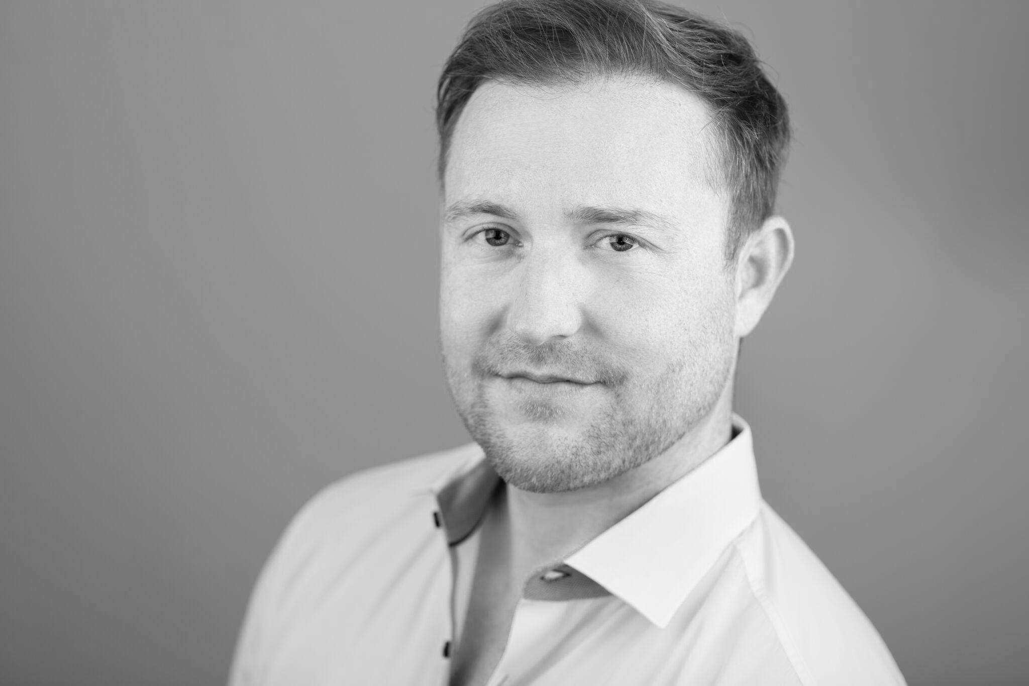Dave Henderson | Host