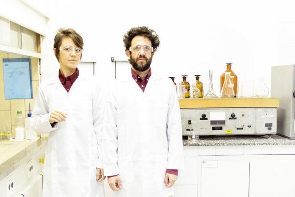 No design, o remédio: Fármaco, de Nicole Tomazi + Sergio Cabral