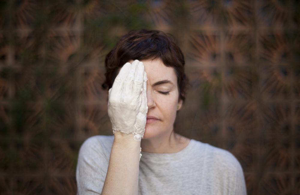 Natureza Transitória: Heloisa Galvão e uma reflexão poética sobre a porcelana