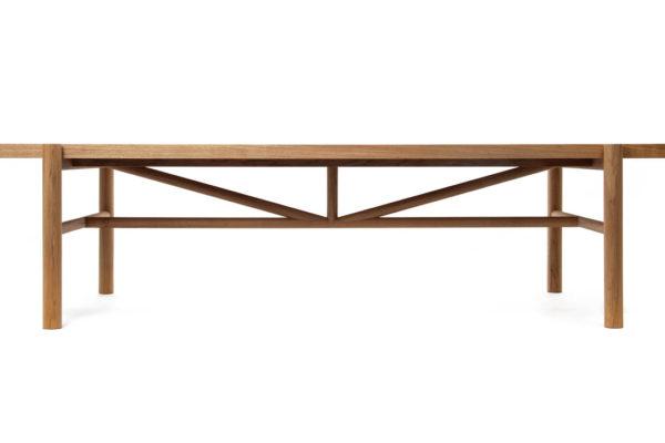 Menos é mais: mesa Dina, design Fernando Prado