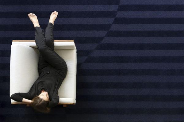 Sutileza nos novos tapetes de Alessandra Delgado