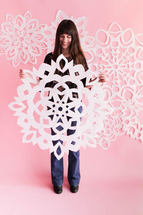 DIY LARGE PAPER SNOWFLAKES