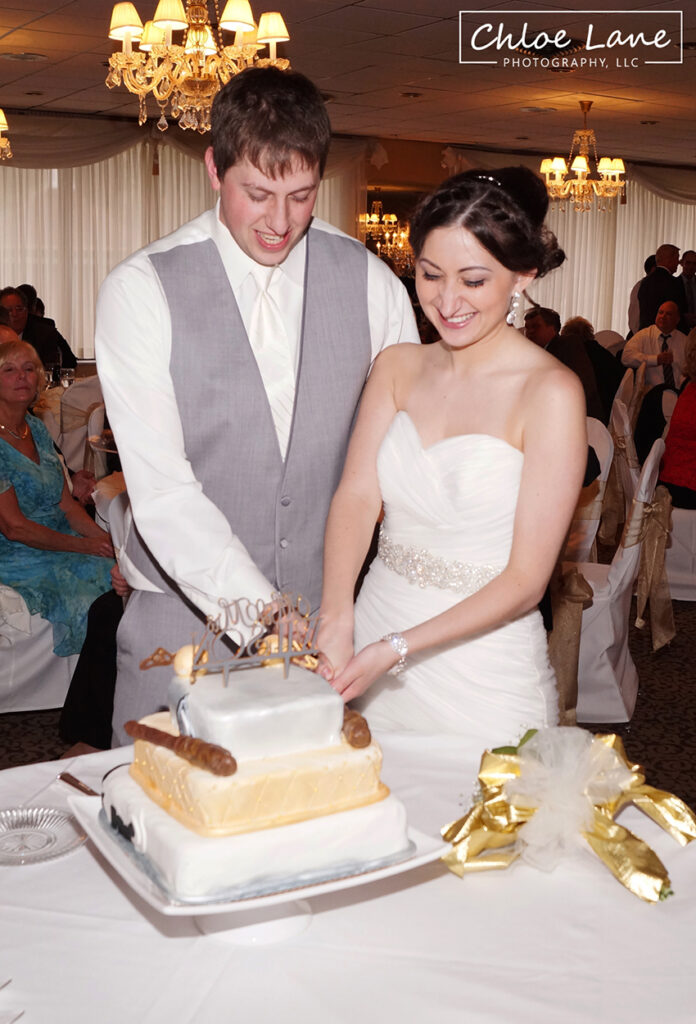 wedding-cake-cutting-Ferrantes-Lakeview-Greensburg-PA