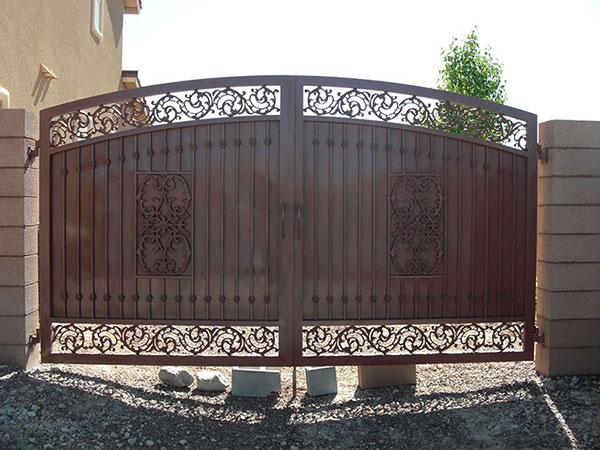 Iron Gates: Beauty & Brawn
