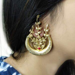Golden Leaf Veil Earrings Body Image