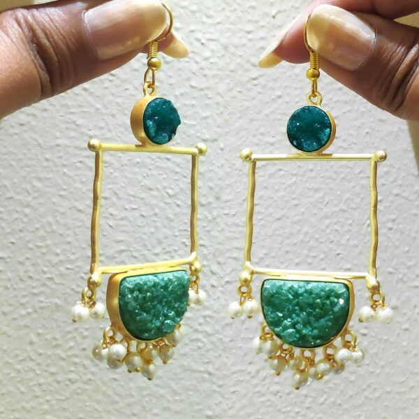 Green Drusy Golden Frame Fashion Earring with Pearl Fringe in Hand