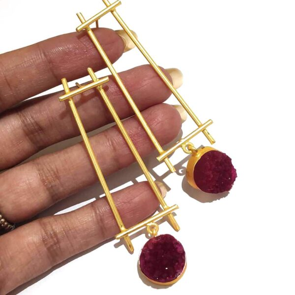Minimal Fashion Earrings Red Druzy Hanging with Gold Plating on Hands
