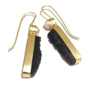 Black Druzy Golden Fashion Hook Earrings with Pearl Top in Side1