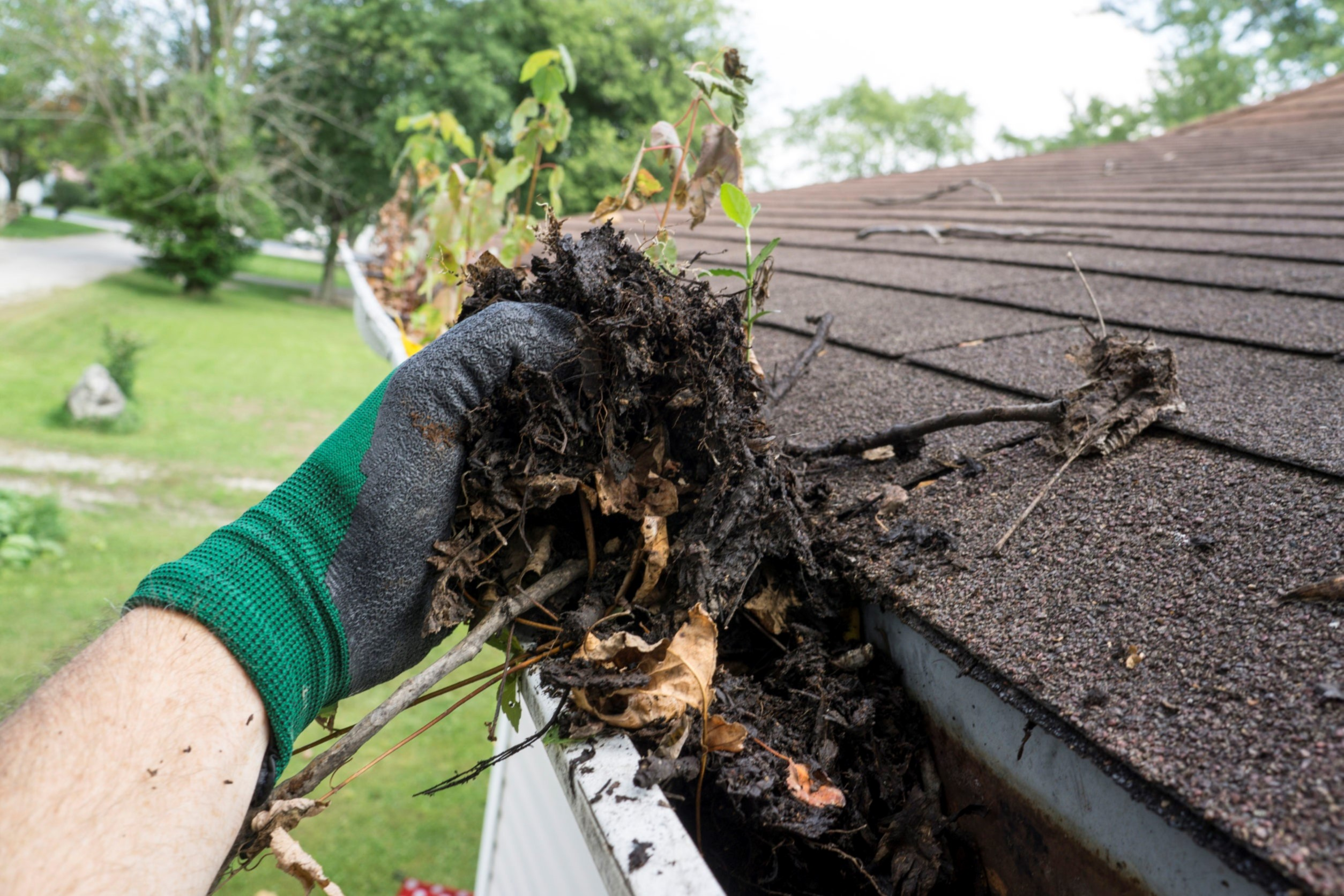 Gutter Cleaning Columbus Ohio cleaning gutters