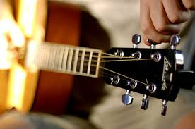 Tuning up a guitar