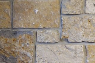 Rolling-Rock-Seneca-Buff-Thin-Veneer-Stone