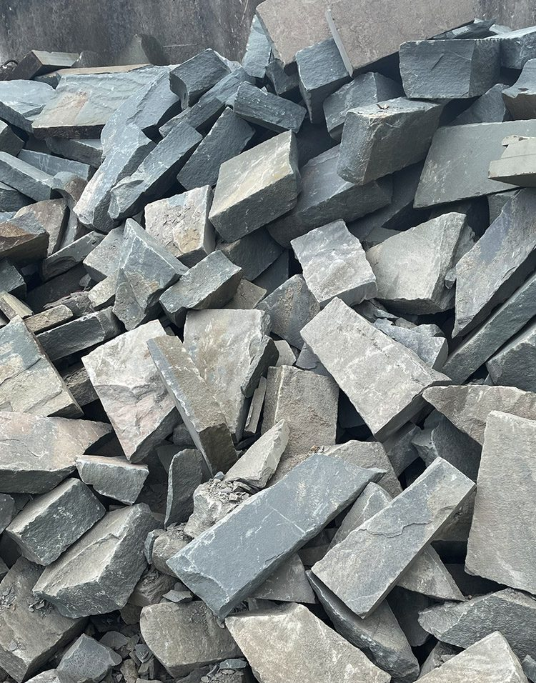 We keep a great inventory of Snapped Bluestone both bulk and palleted.