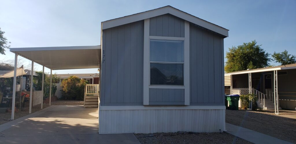 Bright and airy 2bd 2 ba in a Premier Family Community in the heart of Chandler