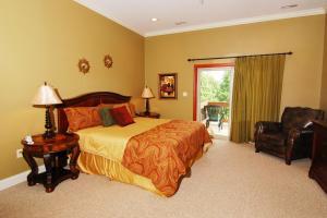 upper level-rear-King bedroom suite