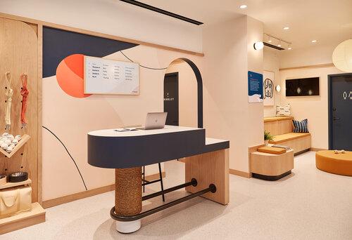 Bond Vet Ease side Lobby Desk