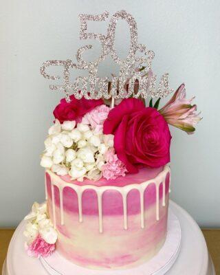 That's right! 50 & Fabulous💗🌹 Love making cakes for my fellow Capricorns 🥰😘 . . .  #birthdaycake #buttercreamcake #instabakes #instabakers #funcakes #stylishcakes #funcakes #Cakedealer #girlbosstribe #BakerLife #cakesdaily #bakeyourworldhappy #howtocakeit #cakesinstyle #cakeinspo #cakesofinstagram #cakedecorating #cakedesign #baking #homemade #cakedecorators #buzzfeedfood #cakegram #thebakefeed #sweettooth #instacake #virginiabaker #dmvfoodie #buttercreamlove #buttercreamdesign #50andfabulous