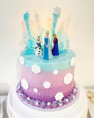 Frozen all year round❄️ . . .  #birthdaycake #buttercreamcake #instabakes #instabakers #funcakes #stylishcakes #funcakes #Cakedealer #girlbosstribe #BakerLife #cakesdaily #bakeyourworldhappy #howtocakeit #cakesinstyle #cakeinspo #cakesofinstagram #cakedecorating #cakedesign #baking #homemade #cakedecorators #buzzfeedfood #cakegram #thebakefeed #sweettooth #instacake #virginiabaker #dmvfoodie #buttercreamlove #buttercreamdesign #frozencake