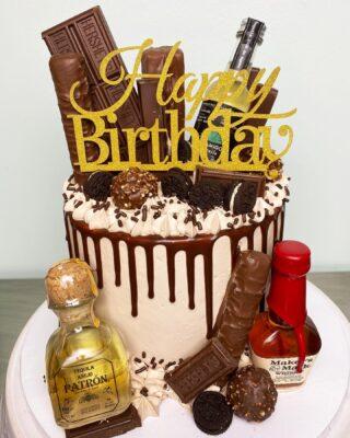 Holy chocolate Batman!💥🍫 Can you count how many types of chocolates there are? . . . #birthdaycake #buttercreamcake #instabakes #instabakers #funcakes #stylishcakes #funcakes #Cakedealer #girlbosstribe #BakerLife #cakesdaily #bakeyourworldhappy #howtocakeit #cakesinstyle #cakeinspo #cakesofinstagram #cakedecorating #cakedesign #baking #homemade #cakedecorators #buzzfeedfood #cakegram #thebakefeed #sweettooth #instacake #virginiabaker #dmvfoodie #buttercreamlove #buttercreamdesign #dripcake
