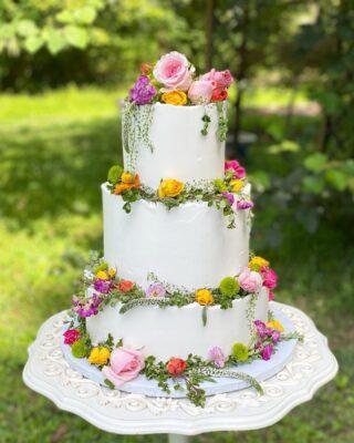 Flash back to this beauty🌸🌼 . . . #weddingcake #Ido #dcweddings #dcwedding #dcbride #virginiawedding  #buttercreamlove #buttercreamdesign #BakerLife #cakesdaily #floralcake #howtocakeit #cakesinstyle #cakeinspo #buttercreamfrosting #buttercreamcakes #cakesofinstagram #cakedesign #baking #floralwedding #buzzfeedfood #cakegram #thebakefeed #sweettooth #instacake #instabakes #instabakers #stylishcakes #Cakedealer