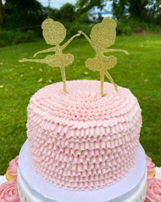 Tu-Tu Sweet, it's Twins👯♀️! Ruffled cake and cotton candy 💕 . . .  #birthdaycake #buttercreamcake #instabakes #instabakers #funcakes #fondanttopper #funcakes #Cakedealer #babyshower #BakerLife #cakesdaily #bakeyourworldhappy #howtocakeit #cakesinstyle #cakeinspo #cakesofinstagram #cakedecorating #cakedesign #baking #homemade #cakedecorators #buzzfeedfood #cakegram #thebakefeed #sweettooth #instacake #virginiabaker #dmvfoodie #buttercreamlove #buttercreamdesign #babyshowercake