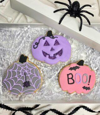 Pre-order these Halloween cuties by following the link under Bio. 🕷 . .  #cookiedecorating #customcookies #timeforcookies #sugarcookies #sugarcookiedecorating #cookiesthatinspire #cookieideas #cookieart #royalicingcookies #cookier #instacookies #partycookies #cookieoftheday #cookielove #cookieboss #cookiegram #virginiabaker #novabaker #novamom #dmvfoodie #virginiabakery #virginiabakers #dmvfoodie #fairfaxva #fairfaxvirginia #northernvirginia #dcsmallbusiness #dcfood #halloweencookies