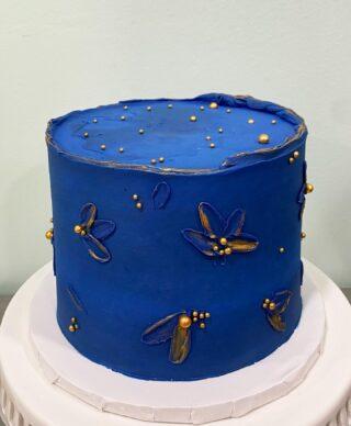 This BLUE!💙😍 . . .  #birthdaycake #buttercreamcake #instabakes #instabakers #funcakes #stylishcakes #funcakes #Cakedealer #babyshower #BakerLife #cakesdaily #bakeyourworldhappy #howtocakeit #cakesinstyle #cakeinspo #cakesofinstagram #cakedecorating #cakedesign #baking #homemade #cakedecorators #buzzfeedfood #cakegram #thebakefeed #sweettooth #instacake #virginiabaker #dmvfoodie #buttercreamlove #buttercreamdesign #buttercreamflowers