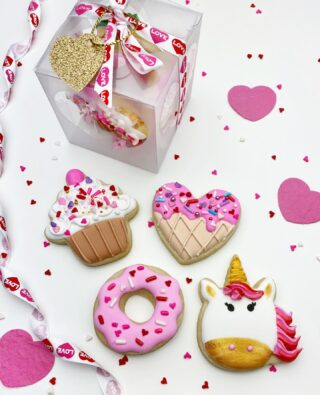 Anyone else obsessed with minis? These made the pick for the magically delicious Valentines mini gift box. 💗🦄 . . . #cookiedecorating #customcookies #timeforcookies #sugarcookies #sugarcookiedecorating #cookiesthatinspire #cookieideas #cookieart #royalicingcookies #cookier #instacookies #partycookies #cookieoftheday #cookielove #cookieboss #cookiegram #virginiabaker #novabaker #novamom #dmvfoodie #virginiabakery #virginiabakers #dmvfoodie #fairfaxva #fairfaxvirginia #northernvirginia #dcsmallbusiness #dcfood #valentinecookies