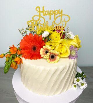 It's felt like Spring all week🌼 These sunny flowers brightened up my weekend EVEN though the forecast calls for snow next week😳🌸🌼🌷 . . . #birthdaycake #buttercreamcake #instabakes #instabakers #funcakes #stylishcakes #funcakes #Cakedealer #girlbosstribe #BakerLife #cakesdaily #bakeyourworldhappy #howtocakeit #cakesinstyle #cakeinspo #cakesofinstagram #cakedecorating #cakedesign #baking #homemade #cakedecorators #buzzfeedfood #cakegram #thebakefeed #sweettooth #instacake #virginiabaker #dmvfoodie #buttercreamlove #buttercreamdesign