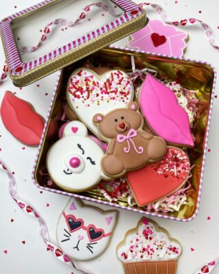 Make sure you get your Valentine cookie orders in by this weekend before it's too late. 🥰🐻Thank you to all who've ordered so far!!💕💕💕 Click link in Bio for order form ❤️ . . . #cookiedecorating #customcookies #timeforcookies #sugarcookies #sugarcookiedecorating #cookiesthatinspire #cookieideas #cookieart #royalicingcookies #cookier #instacookies #partycookies #cookieoftheday #cookielove #cookieboss #cookiegram #virginiabaker #novabaker #novamom #dmvfoodie #virginiabakery #virginiabakers #dmvfoodie #fairfaxva #fairfaxvirginia #northernvirginia #dcsmallbusiness #dcfood #valentinecookies