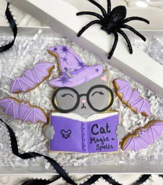 Halloween cookie sets are now available for pre-order. Follow the link under BIO. 🕷 . .  #cookiedecorating #customcookies #timeforcookies #sugarcookies #sugarcookiedecorating #cookiesthatinspire #cookieideas #cookieart #royalicingcookies #cookier #instacookies #partycookies #cookieoftheday #cookielove #cookieboss #cookiegram #virginiabaker #novabaker #novamom #dmvfoodie #virginiabakery #virginiabakers #dmvfoodie #fairfaxva #fairfaxvirginia #northernvirginia #dcsmallbusiness #dcfood #halloweencookies