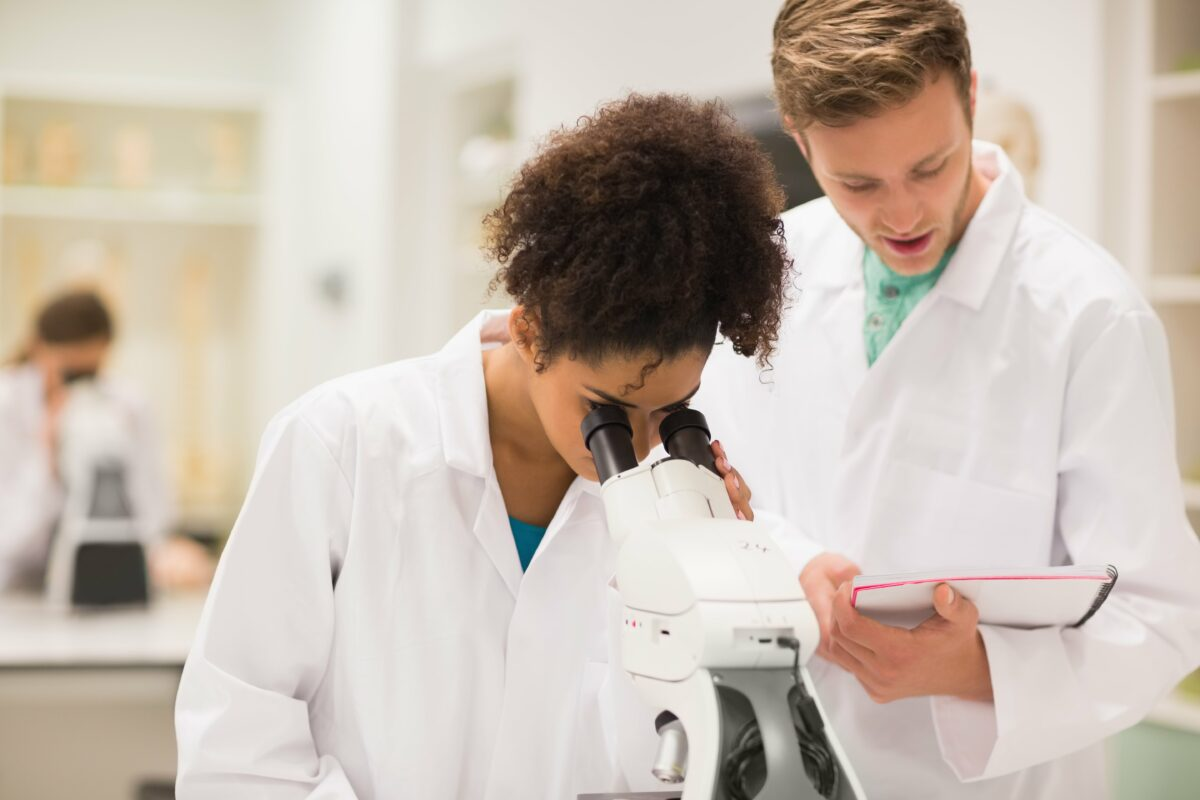 female laboratory personnel