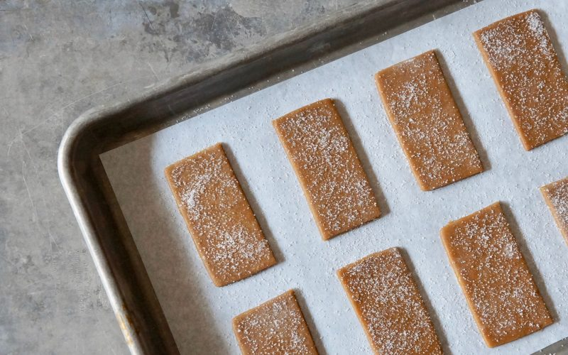 Holiday-Cookies-Fresh-Ginger-Molasses-Cookies-Rebecca-Gordon-Editor-In-Chief-Buttermilk-Lipstick-Ginger-Crinkle-Cookies-Holday-Entertaining-Southern-Cookie-Exchange=Recipes-How-To-Make-Christmas-Cookies-Baking-Lessons-Cooking-For-Crowds-Soft-Ginger-Cookies