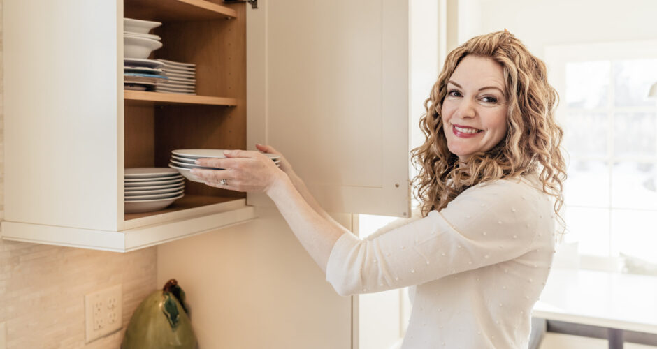 Episode 17: Michele Vig – Declutter Your Life – A Health Scare Turns Exec Into Organizing Expert