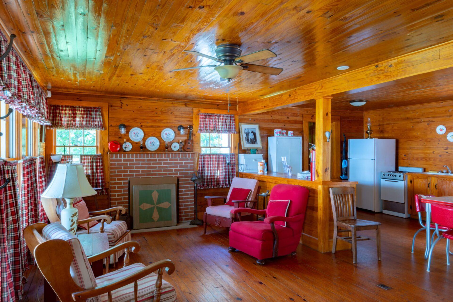inside of hank williams cabin