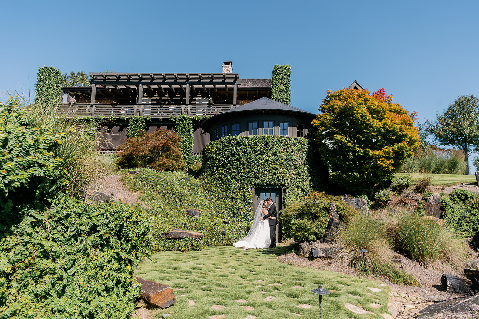 springhouse bride and groom