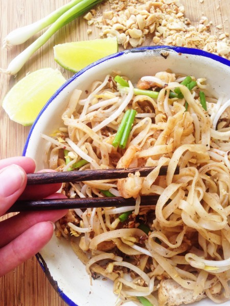 Pad Thai Recipe-Thai-Foodie: Homemade pad thai? Amazing!! A legit recipe that will remind you of pad thai from the streets of Bangkok, full of traditional Thai flavors like tamarind, fish sauce, rice noodles, green onions, bean sprouts and ground peanuts! Make this today!!   thai-foodie.com