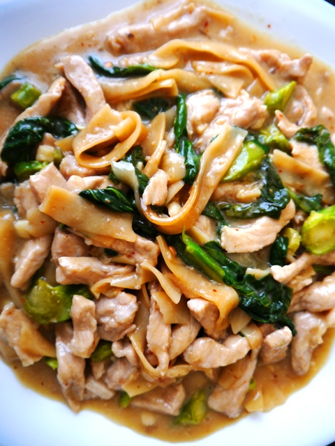 Rad Nah Moo, aka Thai rice noodles with gravy, pork and Chinese broccoli is one of my favorite Thai street vendor dishes to make at home! It's so easy, heart-warming and transports you to the streets of Thailand! | thai-foodie.com