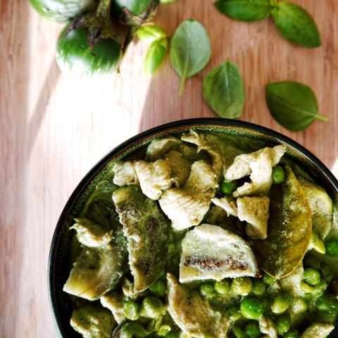 Easy Thai Green Curry with Chicken Recipe   แกงเขียวหวาน
