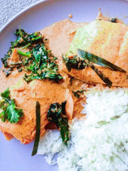 Quick Thai Salmon Curry is the perfect weeknight meal since it's full of flavor and only takes 30 minutes! Can it get more delicious?? Salmon, kale, Thai red curry paste, and coconut milk! Such a heartwarming treat to get you through your week! SO good! | thai-foodie.com
