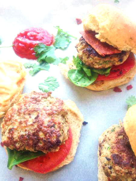 The perfect fusion of Thai and American food, a healthy Thai Turkey Slider jam-packed with flavors like ginger, green onion, garlic, cilantro and Thai chili pepper if you are up for it, and topped with an easy Thai Sriracha homemade mayo!   thai-foodie.com