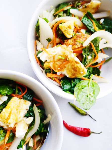 Spicy Thai Fried Egg Salad, perfect combo of fresh, zesty flavors: spicy Thai chili peppers, crispy fried egg, crunchy onion, lip-smacking lime and cool cilantro! Thai egg salad will rock your tastebuds' world! | thai-foodie.com