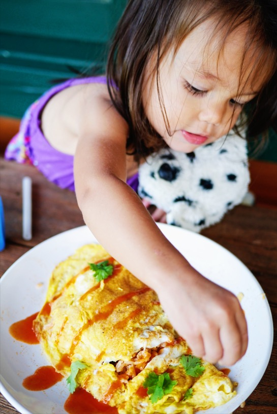 Craving a quick heart-warming Thai meal? Thai Fried Rice Omelette is your answer! Thai Fried Rice filed with your favorite veggies and wrapped up in a crepe like omelette, kid-friendly and mom loving too! | thai-foodie.com