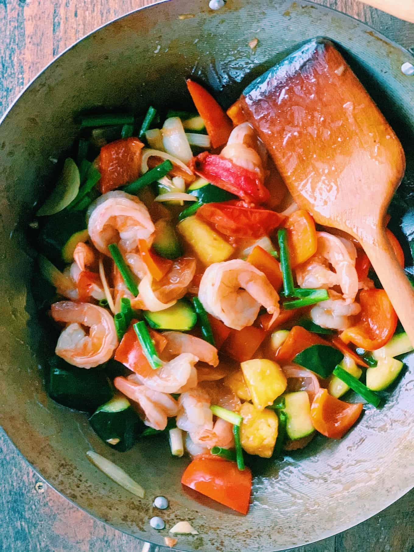 Thai Sweet and Sour Shrimp Recipe | thai-foodie.com