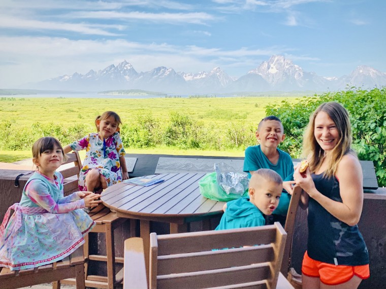 5 Tips on How to Have Fun Traveling with Little Kids | Thai-foodie.com