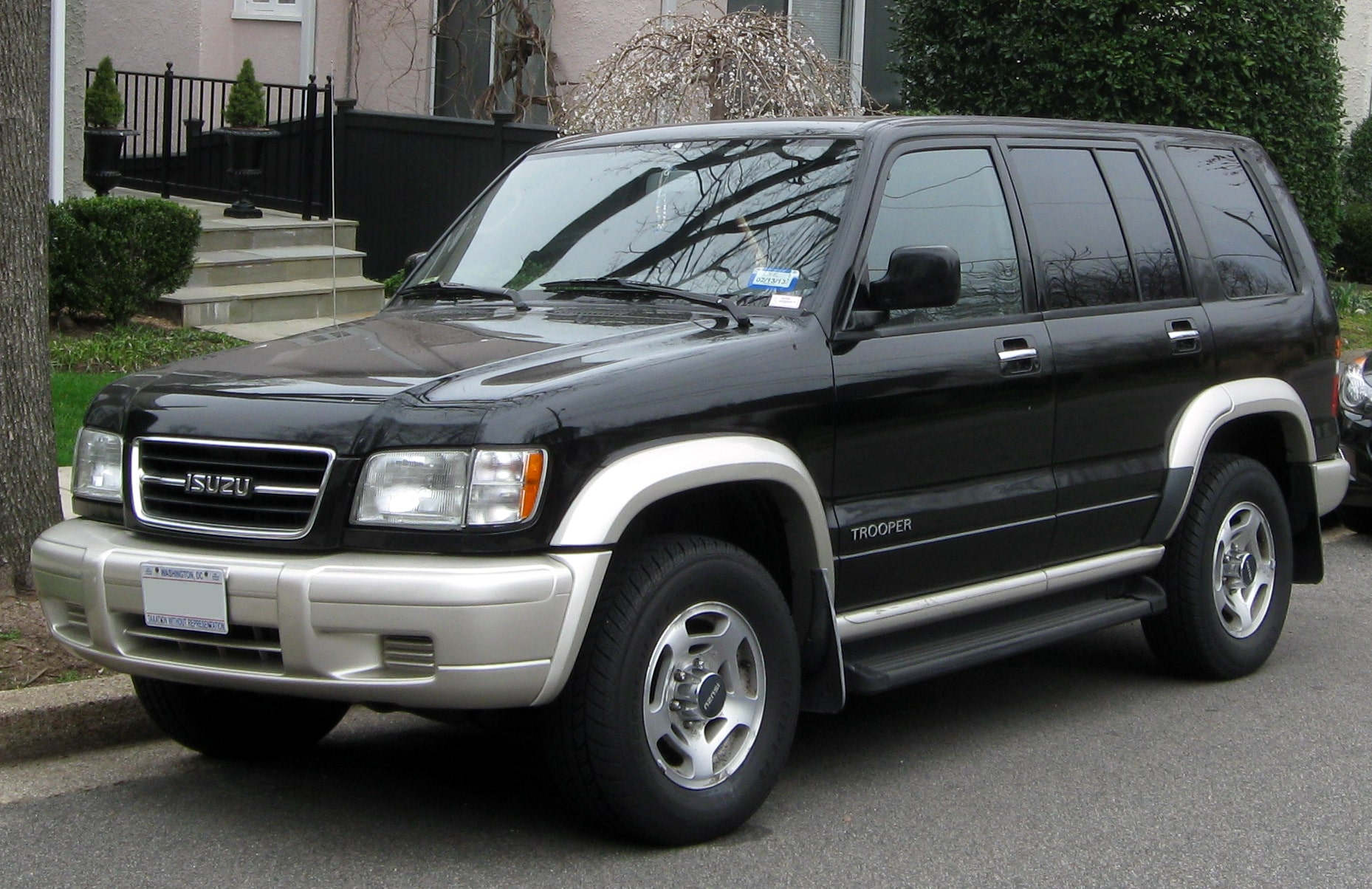 Isuzu Trooper Windshield Repair and Replacement