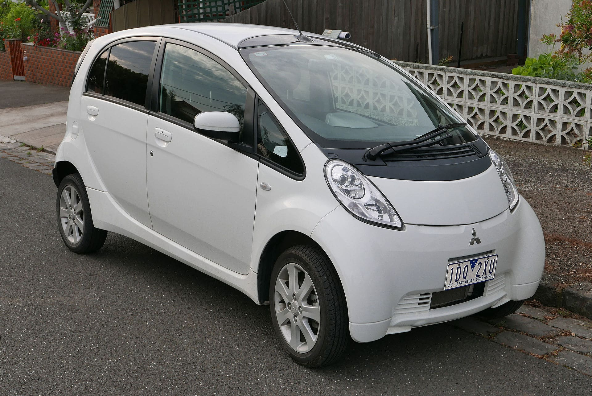 Mitsubishi I-Miev Windshield Repair & Replacement