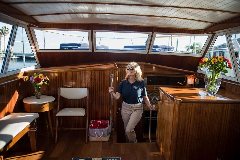 luxury yatch, bar, boat rental