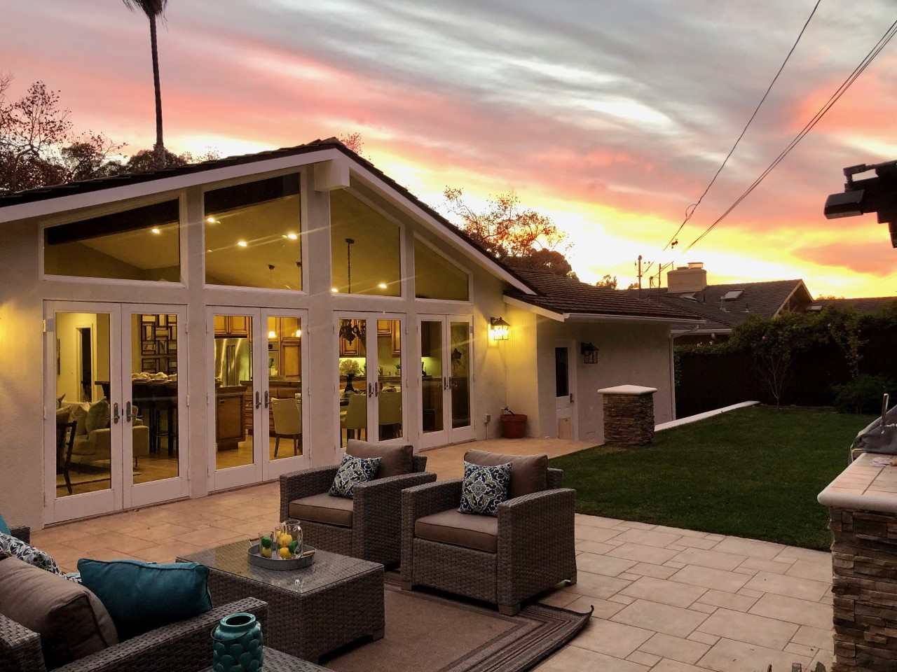 Hollywood Riviera One Level with a Zen/Beachy feel – You're gonna love this 3 bedroom/2 bathroom home that's got an amazing floor plan and backyard!!