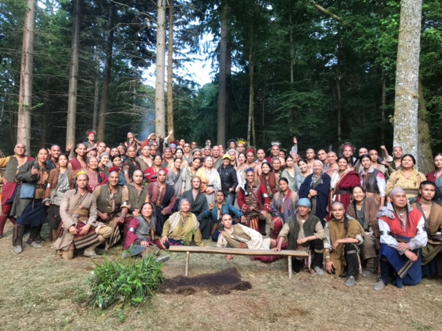 a group photo of the cast of Outlander