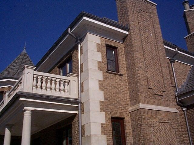 quoin on brick home